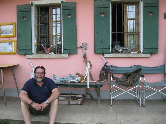 B&B da Giacomone: Giacomo devant ses oeuvres