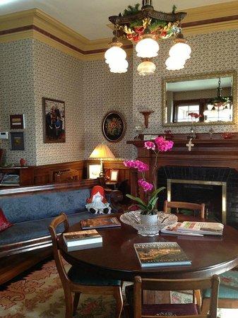 Elmwood Heritage Inn: welcome desk place of b&b. always lovely.
