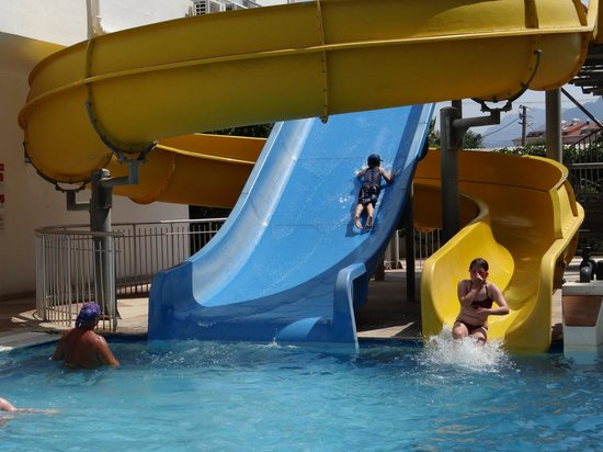 Blue Bay Platinum Hotel: The waterslides
