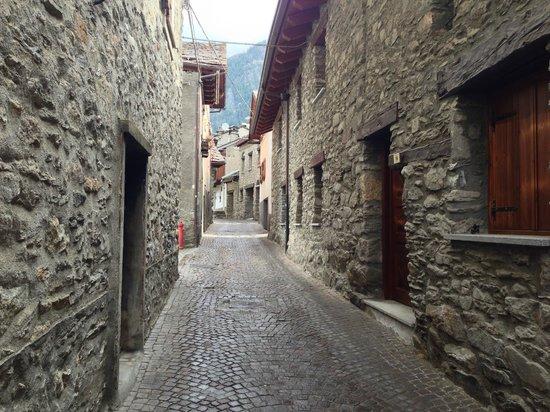 Hotel Dolonne : Front of hotel alleyway
