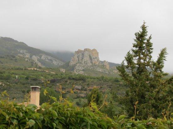El Callejon De Andrese: Vue du château de Loarre de la cour