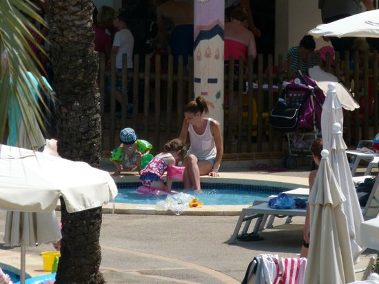 Protur Vista Badia Aparthotel: the toddler pool. ran out of seating/loungers for parents.