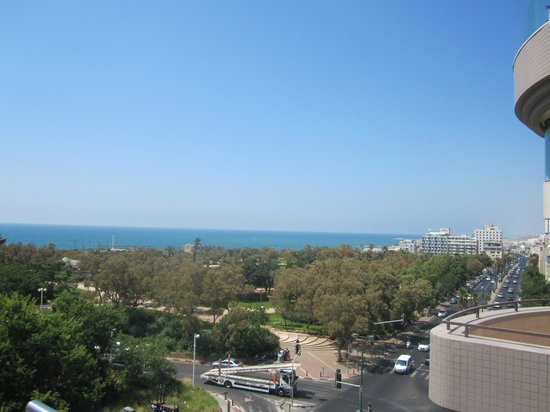 Shalom Hotel & Relax Tel Aviv - an Atlas Boutique Hotel: Roof top deck view