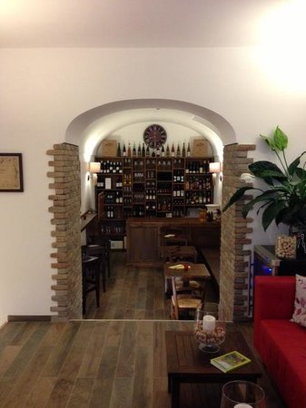 Capri Wine Hotel: The Bar (seen from the Reception)