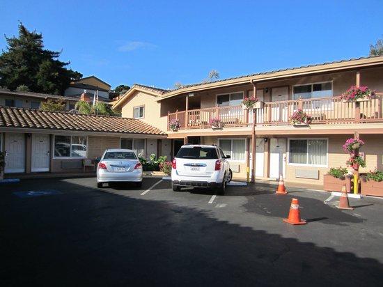 Knights Inn Carmel Hill: Nosso apartamento era o térreo à esquerda