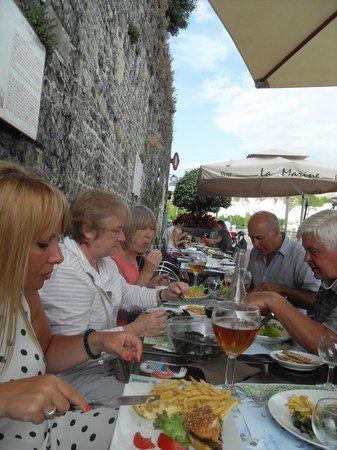 La Marine : Lovely friendly atmosphere with views of the marina.