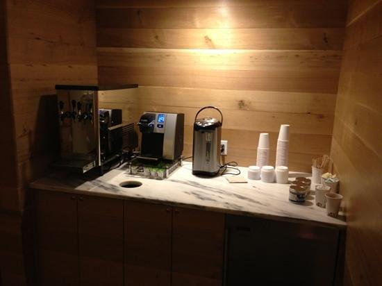 Hotel Vermont : water and coffee station in hallway