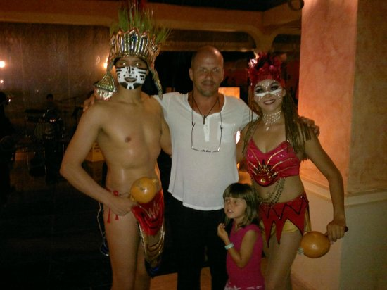 Grand Palladium Kantenah Resort & Spa: con los bailarines ...