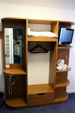 Premier Inn Stratford Upon Avon Waterways Hotel : What was considered a closet
