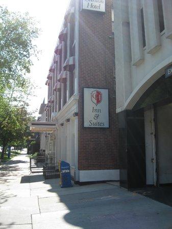 Carlton Hotel: Exterior