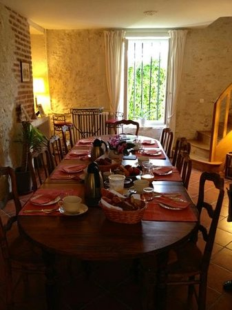 La Pillebourdiere: breakfast room