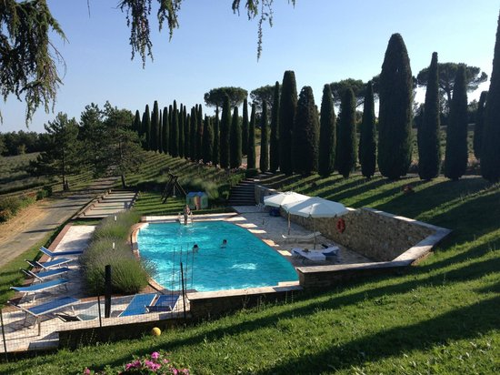 Sassi Bianchi: view on the pool from the Ginestra terrace