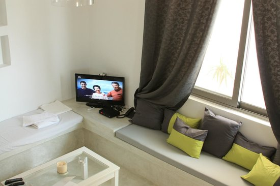 Naoussa Hills Boutique Resort: living room