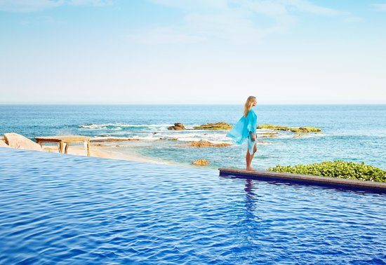 Esperanza - An Auberge Resort: Bi-level heated infinity pool on the beach
