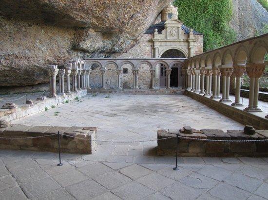 Monastery of San Juan de la Pena: Cloître
