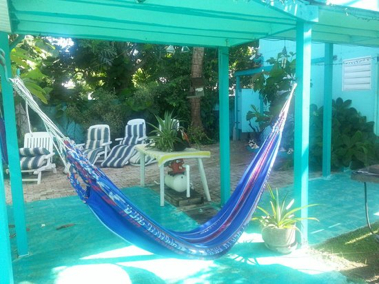 Casita Tropical: Relax on the hammock or beach chairs, nice shade!