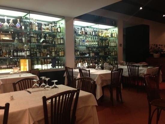 Cermenate, Italien: vetrina di whisky