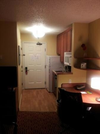 TownePlace Suites Lubbock: The view of the kitchen and desk area