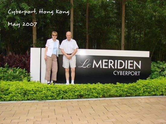 Le Meridien Cyberport: Front of hotel