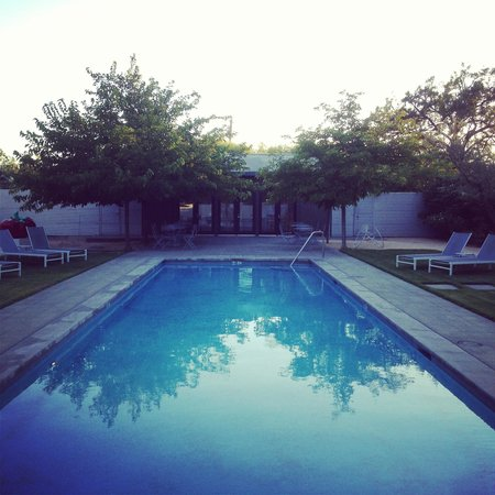 The Duchamp Healdsburg: Pool at dusk