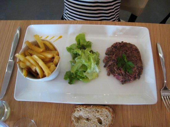 Maison du Charolais : menu enfant plat principal:viande savoureuse