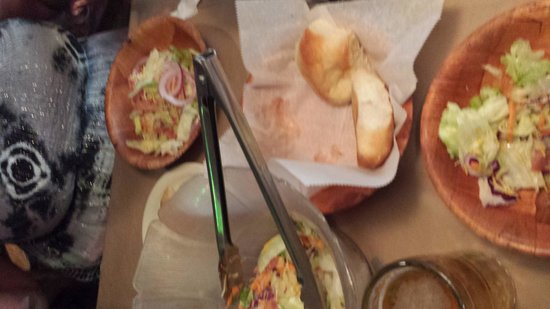 Brown Derby Roadhouse: Salad and rolls