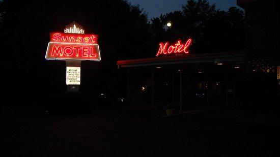 Sunset Motel : Neon lights