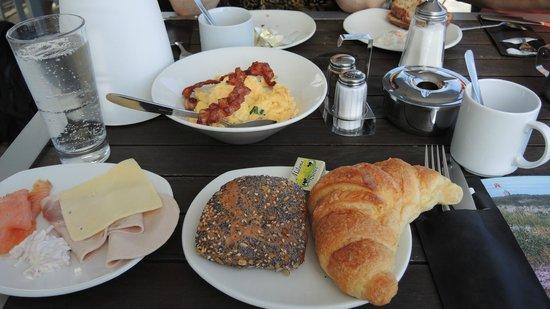 Leuchtfeuer Cafe: Frühstücks-Leckereien am Tisch