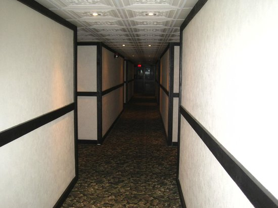 Old Stone Inn Boutique Hotel : drab corridors