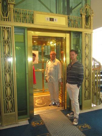 Esplanade Spa & Golf Resort: лифт