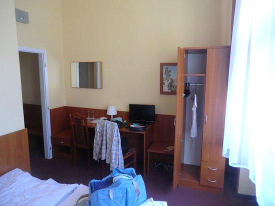 Hotel Zlata Vaha: L'intérieur de la chambre.