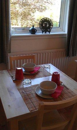Elemdee Bed & Breakfast: Guest breakfasting lounge table setting for breakfast
