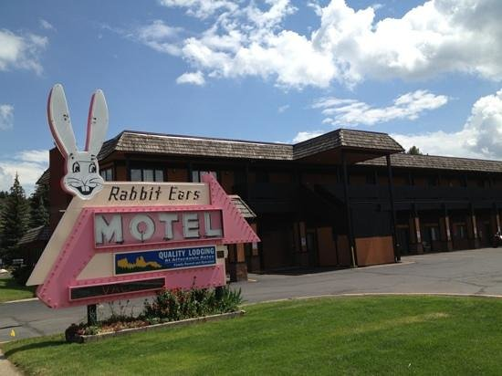 Rabbit Ears Motel: front