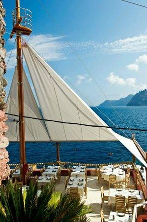 Ammoudi Fish Tavern: amazing and modern decor!!