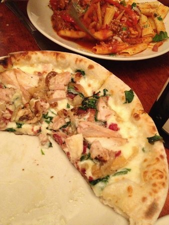 Willow Street Wood-Fired Pizza: Garlic Chicken Pizza - the best!!