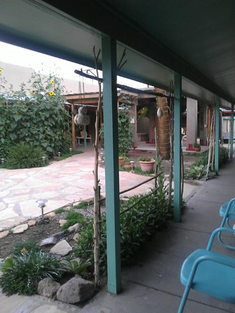 Blackstone Hotsprings Lodging & Baths : Blackstone courtyard