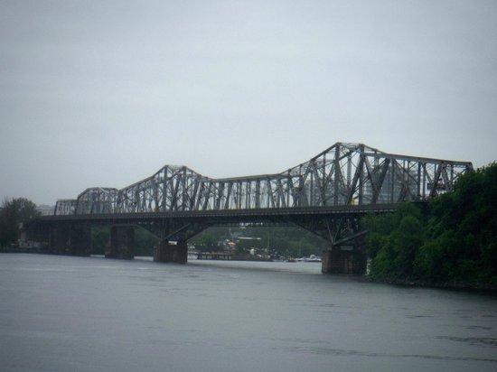 Rideau Canal: A ponte enter Ottawa e Gatineau
