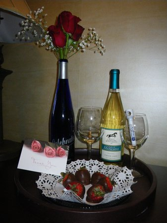 Best Western Plus Vineyard Inn & Suites : This was giving to us by the hotel to celebrate our annivesary
