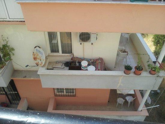 Ekin Aparts: yuck view