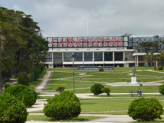 "Hotel Sao Mamede: Казино Эшторил (праобраз казино ""Ройяль"" в бондиане)"
