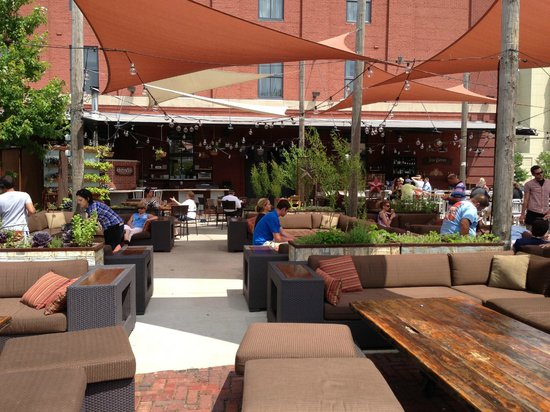 The Iron Horse Hotel: Outdoor dining