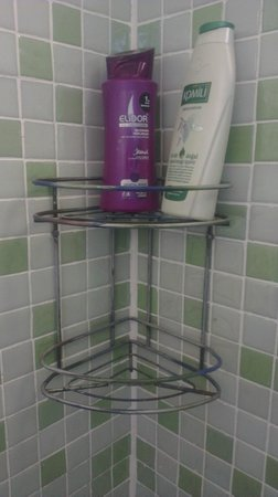 Nuans Hotel: Otelin koyduğu şampuanlar. Onca ülkeye gittim, böylesini görmedim. Bu sabunlukta antika olmalı.