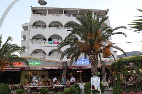 Kontes Restaurant: Kontes Beach Hotel From Beach