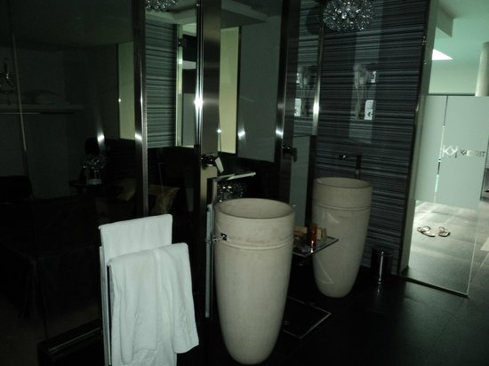 Originales Lavabos Picture Of Kadrit Hotel Cadrete Tripadvisor - Lavabos-originales