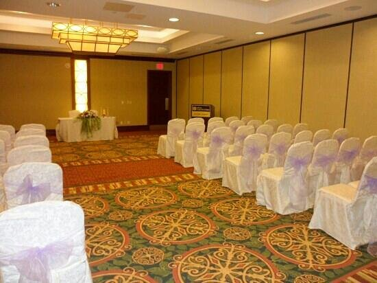 Hilton Garden Inn Toronto Airport: Nicely decorated for the ceremony.