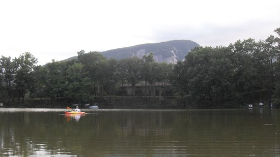 Fox Run Resort: Kayaking around
