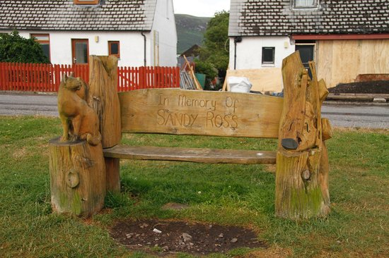 Foinaven Bed and Breakfast Ullapool : Cat and Fiddle Bench at West Terrace, Ullapool