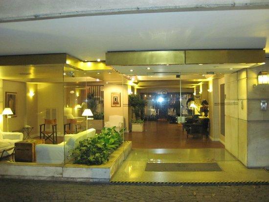 Loi Suites Arenales Hotel: Entrada