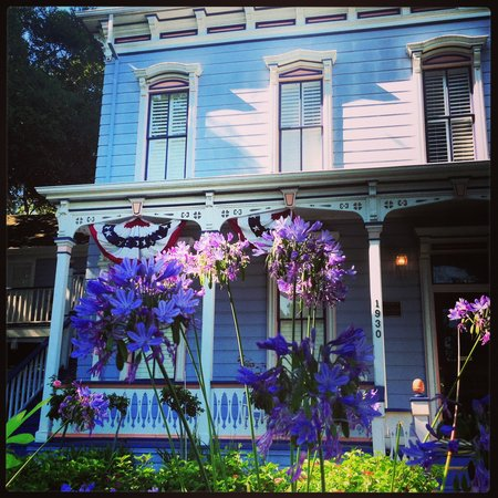 The Napa Inn : Front of Our Cozy Cottage.