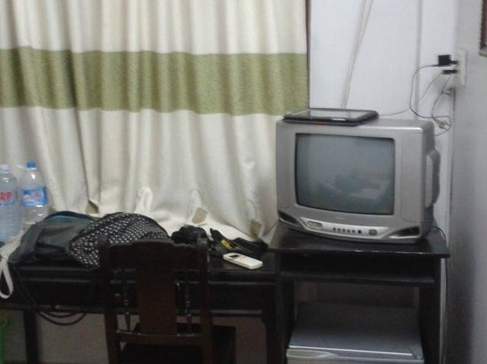 Hoi Pho Hotel: TV in the room